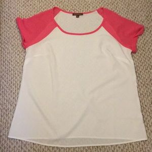 Whit and pink tee